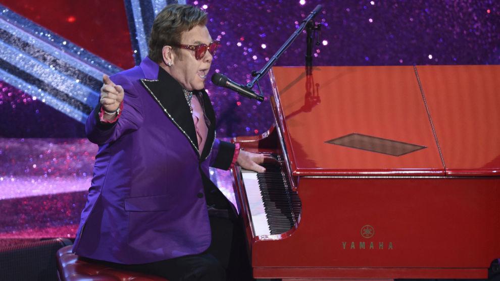 Elton John avlyser to konserter i New Zealand. Han hadde nettopp returnert til landet etter å ha deltatt på Oscar-utdelingen, der han sikret seg Oscar beste originalsang med «(I'm Gonna) Love Me Again» fra filmen «Rocket Man». Foto: Chris Pizzello / AP / NTB scanpix