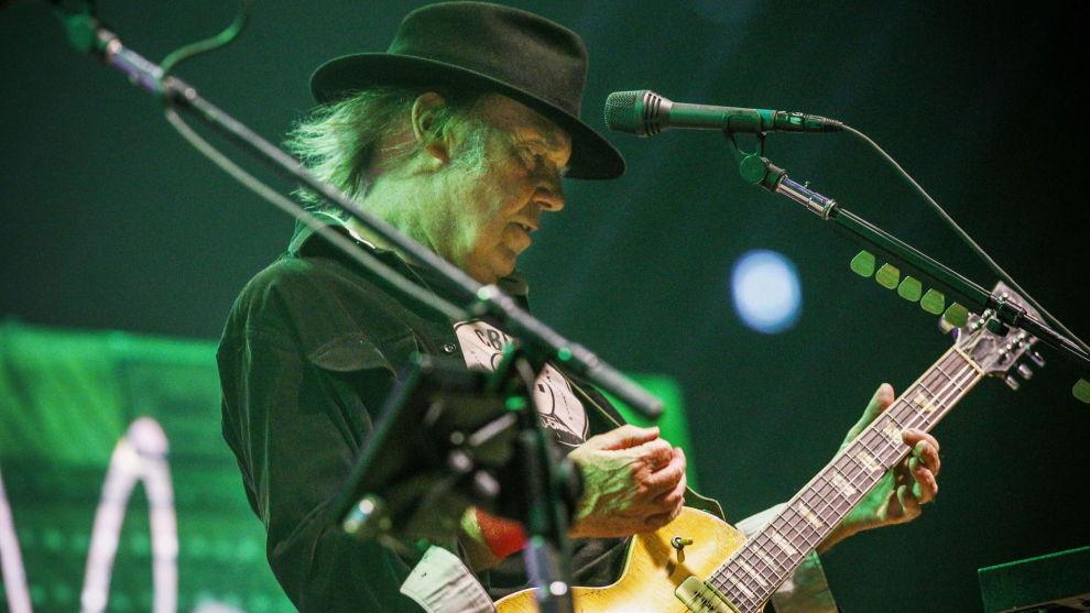 Neil Young støtter Bernie Sanders. Her spiller han med bandet Crazy Horse i Oslo Spektrum for noen år siden. Foto: Fredrik Varfjell / NTB scanpix