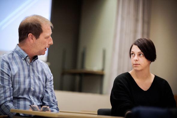 KOMMER FOR SENT: Kine Petterson og Terje Hammer i Nav Enebakk ønsker at flere skal oppsøke hjelp før de økonomiske problemene har blitt for store.