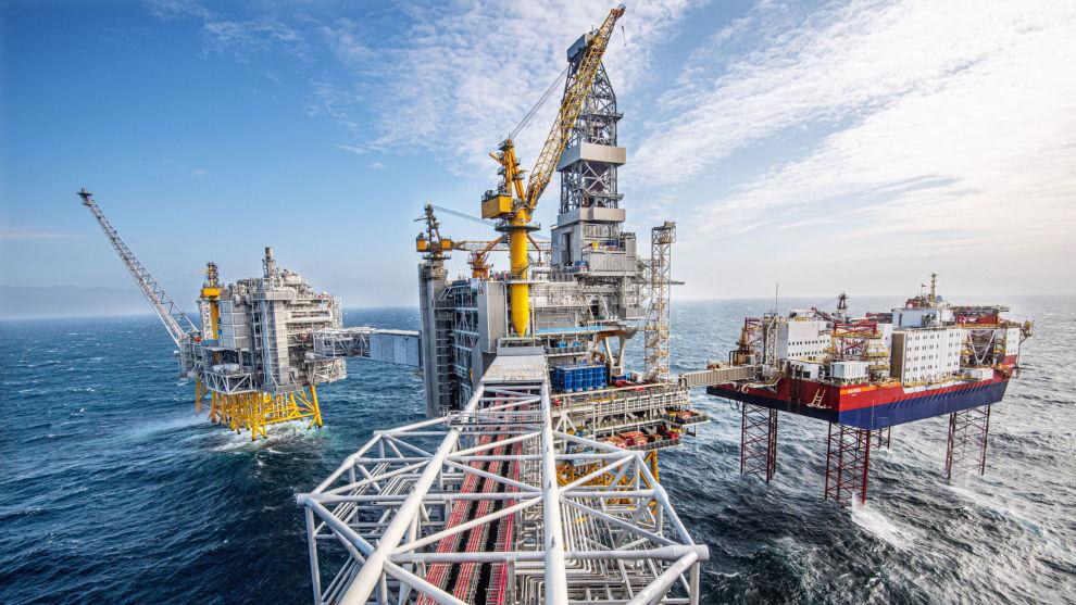 BYTTER OLJESELSKAP: DNB Markets beholder noe energieksponering i porteføljen, på tross av et kraftig fall i oljeprisen og aksjestup blant oljeaksjene. Her fra Johan Sverdrup-feltet.