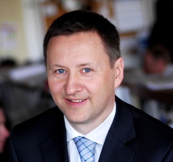 GIR RÅD: Er det mer enn 15 år til pensjonsutbetaling, er det sannsynligvis for sent å gjøre noen omveltninger knyttet til aksjefond nå, sier sjeføkonom Frank Jullum i Danske Bank Norge.
