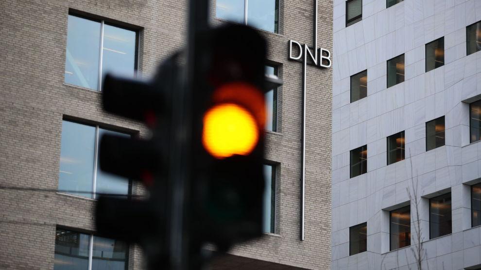 VENTER: Norges største bank varslet forrige fredag at utlånsrenten til bankens kunder settes ned. Nye kunder fikk lavere rente allerede fra tirsdag denne uken, mens eksisterende kunder må vente til 1. mai før kuttet gjelder.