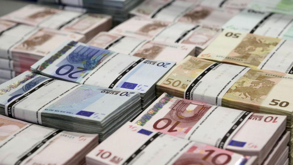 VALUTA FOR PENGENE: Kronekursen har også en stor innvirkning på avkastningen på globale fond. Her illustrert med eurosedler.