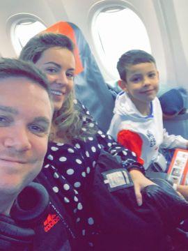 PÅ FERIE: Martin Ekran, samboer Alice Starica og hennes sønn Liam fikk hjemreisen sin kansellert på grunn av sandstorm i Gran Canaria.