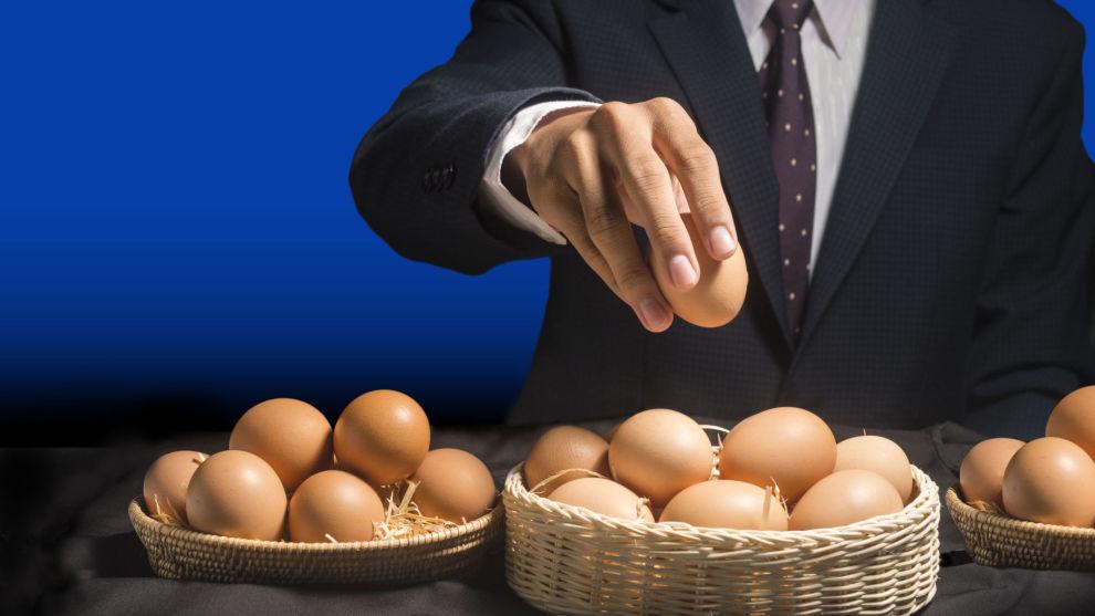 SPRE EGGENE: En fordel med fondssparing, er at «eggene» – altså fondsandelene – dine blir spredt på mange ulike aksjeselskaper.
