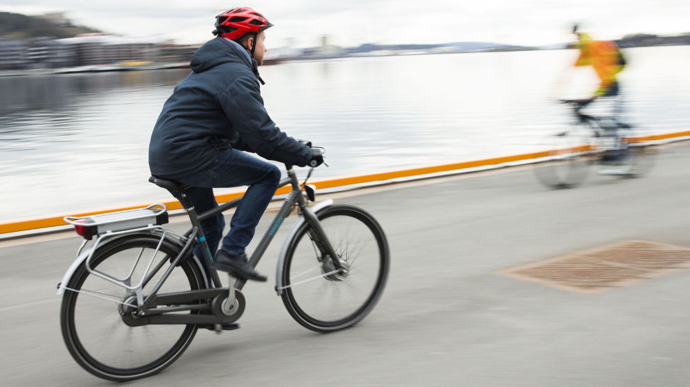 Koronakrisen har gjort at flere har satt seg på sykkelen. Sportsbutikkene opplever en kraftig salgsvekst. Foto: Berit Roald / NTB scanpix