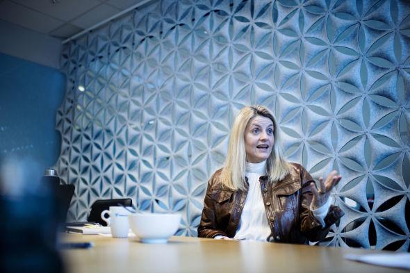 Direktør i Forbrukerrådet Inger Lise Blyverket er svært skeptisk til strømleverandørenes strømforsikringer.