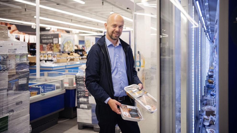 LAKS: Forvalter i SR Bank, Trond Tjensvold, er imponert over hvordan lakseselskapene har klart drive produktutvikling.