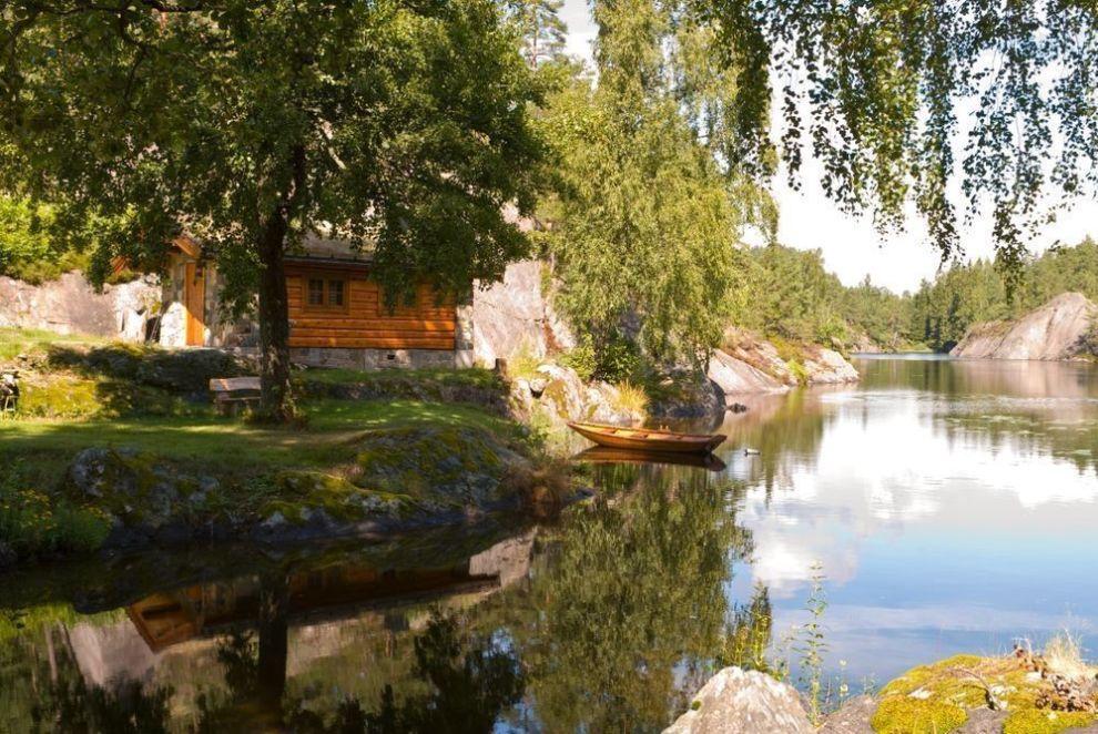 HYTTEIDYLL: Mange drømmer om hytte, men idyllen kan brått bli brutt dersom du ikke har gjort grundig forarbeid. Foto: langvandre / iStockphoto
