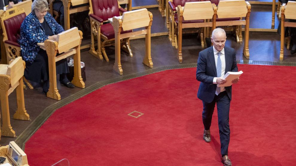 Finansminister Jan Tore Sanner legger fram forslaget til statsbudsjettet for 2021 i Stortinget.