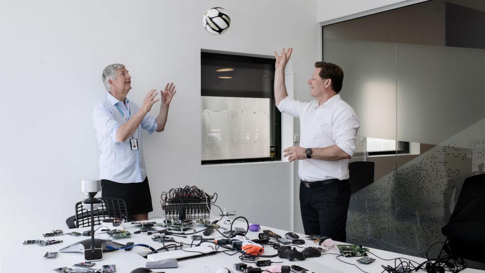HØYTFLYVENDE: Adm.dir Svenn-Tore Larsen i Nordic Semiconductor og Lars Erik Moen i Danske Invest er fornøyd med avkastningene