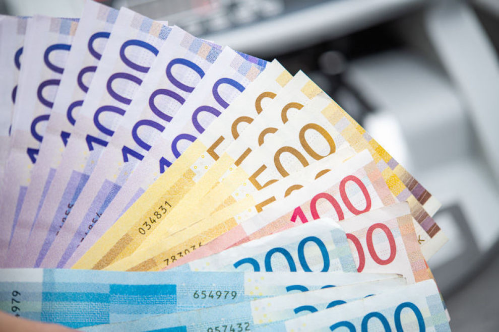 Currency of Norway Business Theme. Pile of Colorful Norwegian Krones Banknotes in Front of Counting Machine. Norske kroner, pengesedler, tusen kroner, 1000 kroner, 500 kroner, 100 kroner, 200 kroner, norske sedler,