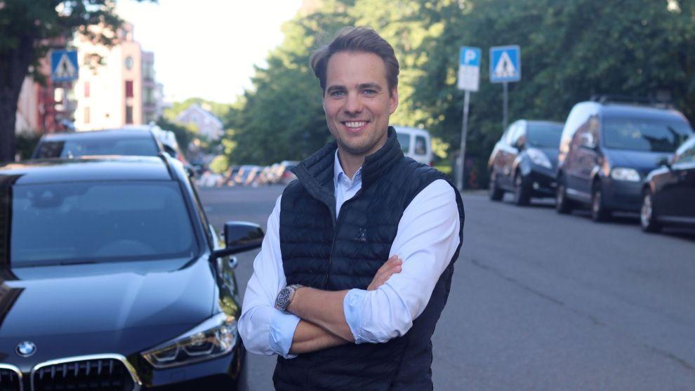 TJENER PÅ BIL: I sommer er bilene til Tobias Pran Schmidt leid ut nesten hele tiden.