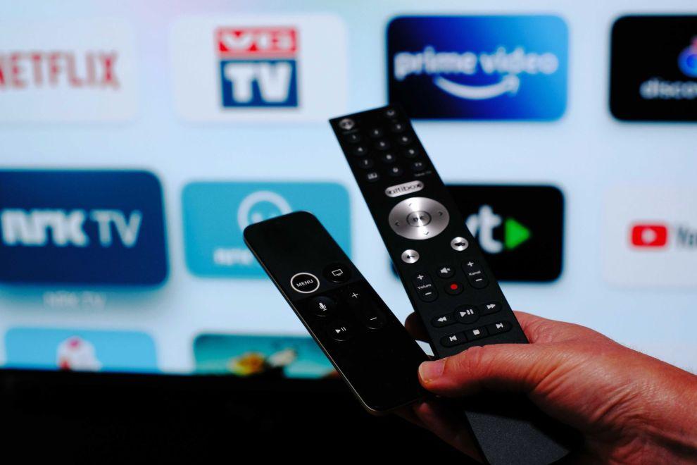 STRØMME ELLER IKKE STRØMME? Mange må nå ta stilling til om de skal beholde sitt tradisjonelle TV-abonnement eller gå over til kunne strømme-TV.