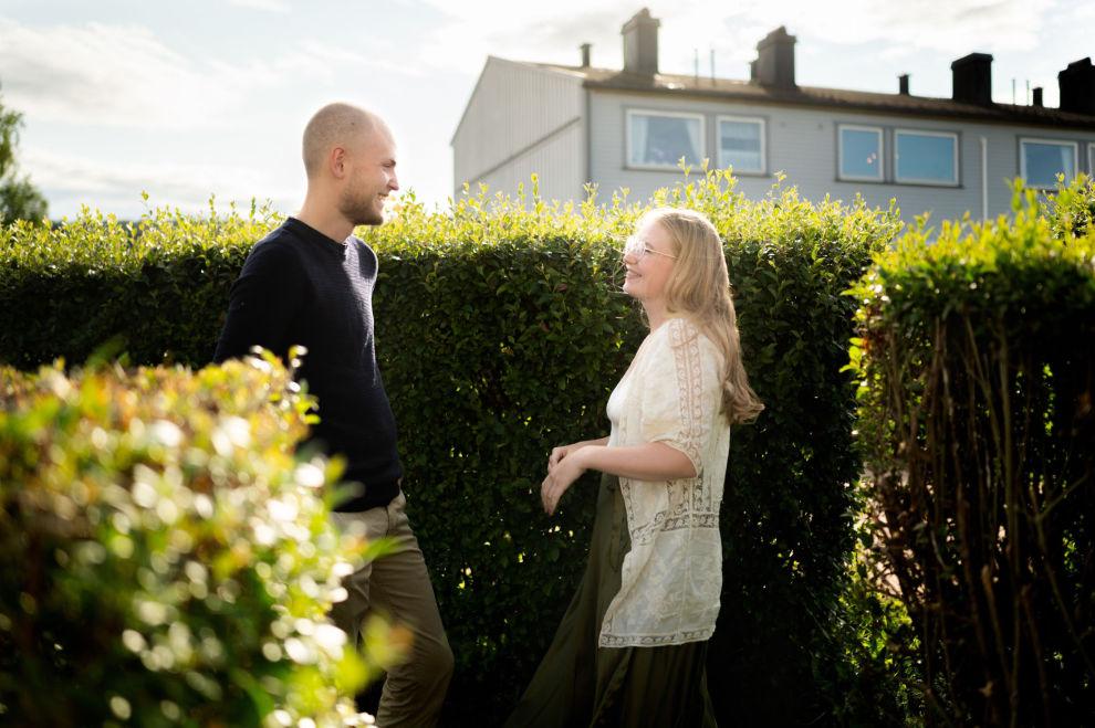 I HEKKEN: Det er første gang paret eier et hus. Nå har de en hekk å trimme og en hage å stelle
